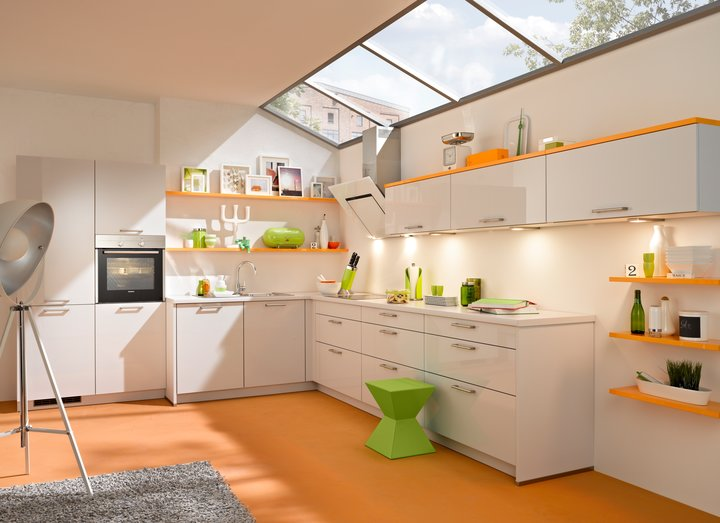Küche mit Dachschräge planen: Tipps für Einbauküchen im ...