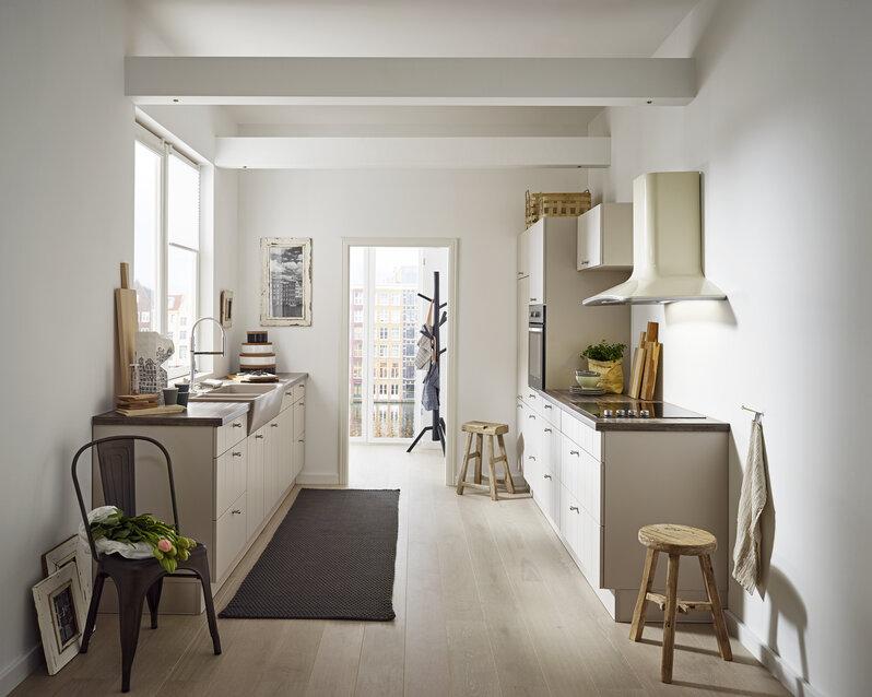 """Zweizeilige Küche """"Amsterdam"""" in Sandbeige seidenmatt"""